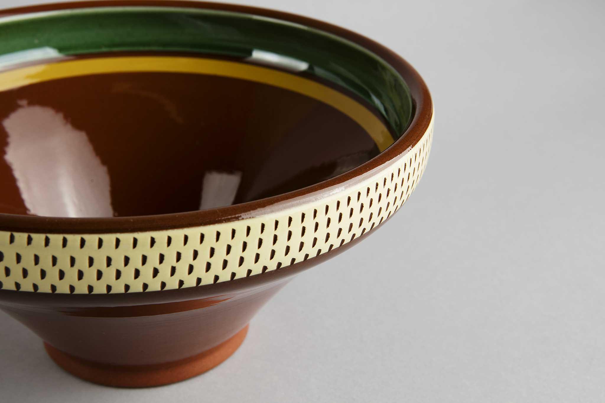 Høy skål, Hammerkrok, fra Potteriet Røros. Foto: Tom Gustavsen