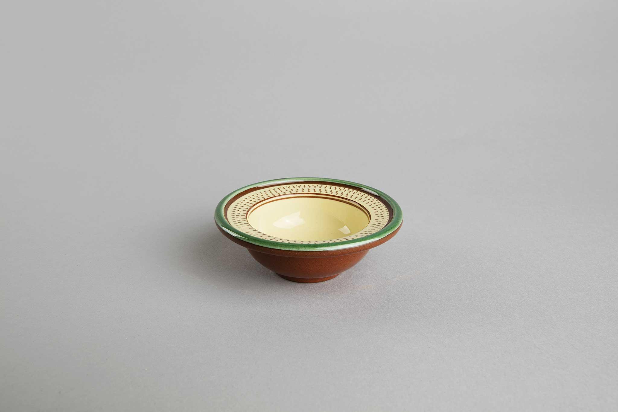 Saltskål, lys, Hammerkrok fra Potteriet Røros. Foto: Tom Gustavsen