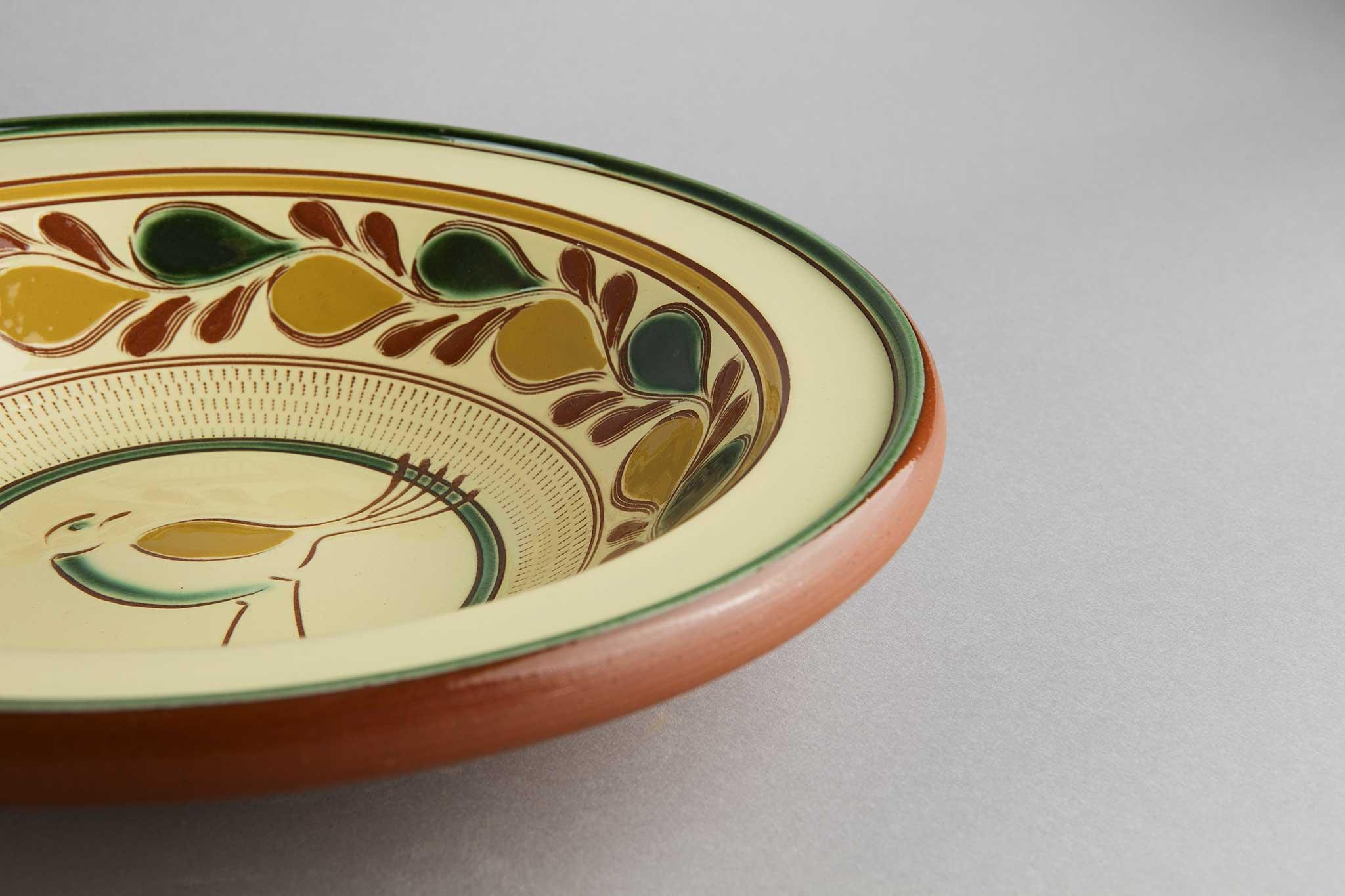 Serveringsfat, lite, fugl, fra Potteriet Røros. Foto: Tom Gustavsen