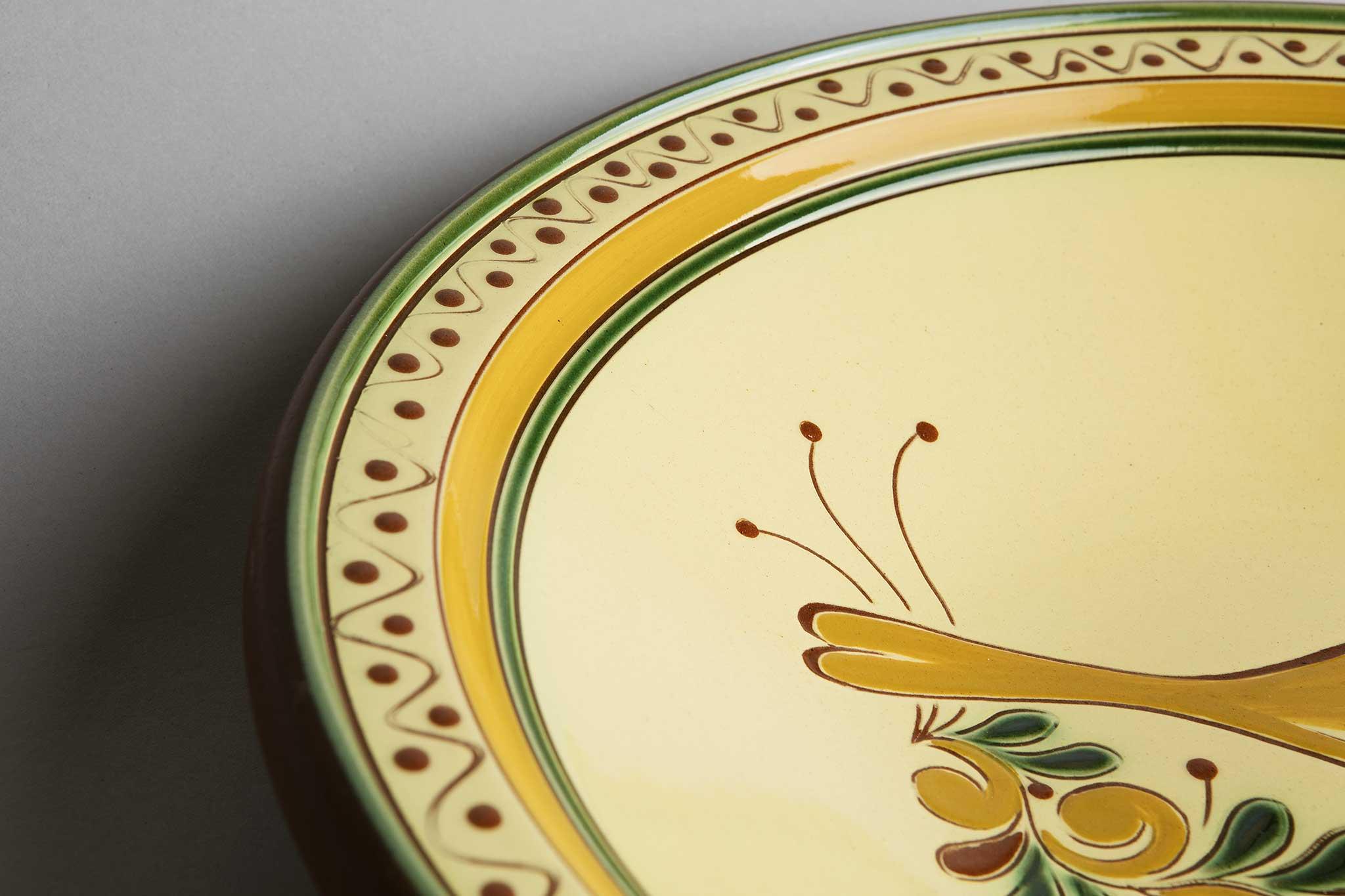 Serveringsfat, stort, fugl, fra Potteriet Røros. Foto: Tom Gustavsen