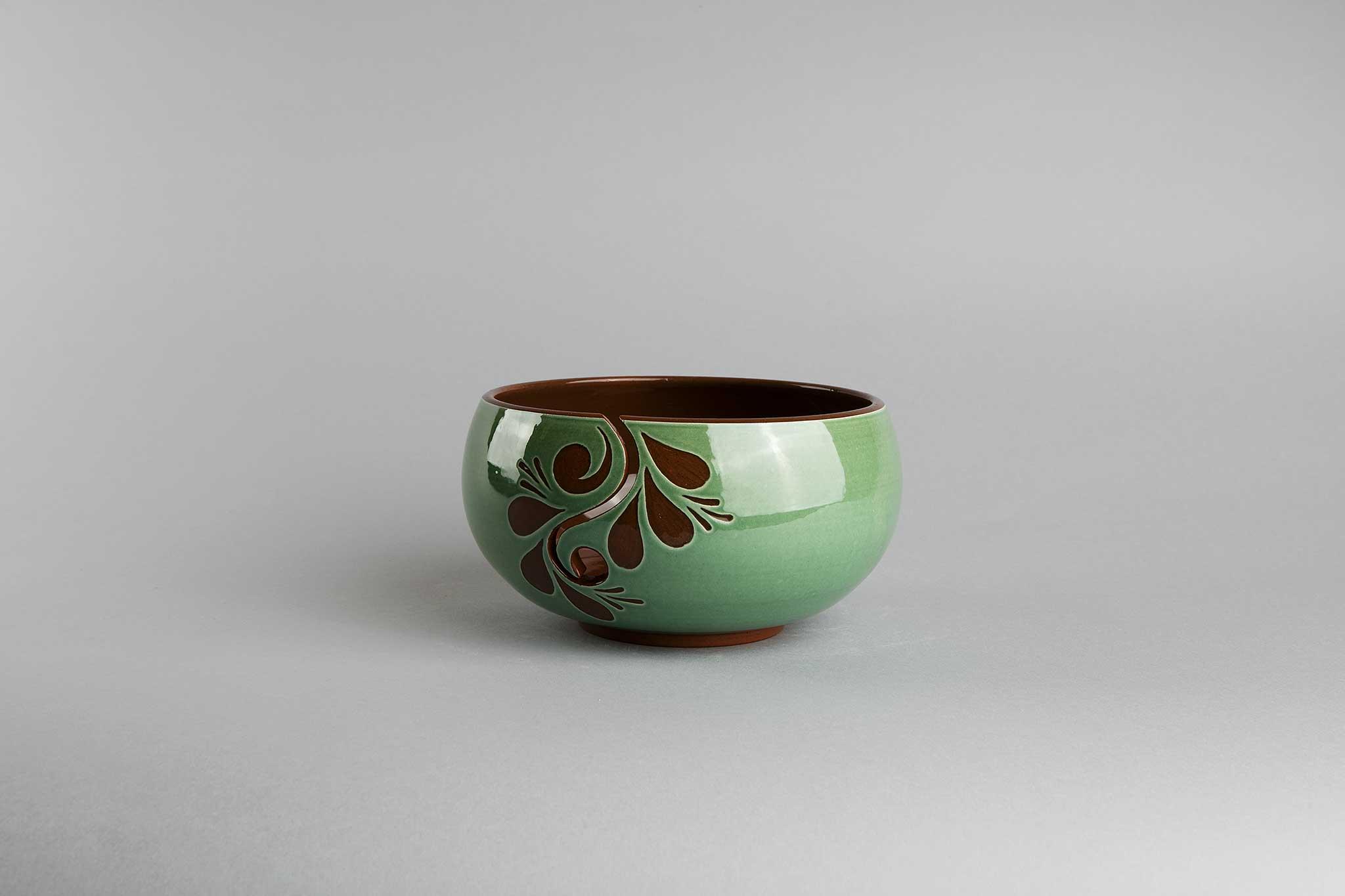 Strikkebolle, grønn, fra Potteriet Røros. Foto: Tom Gustavsen