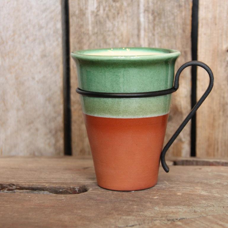 Kaffekrus med Røros-dekor i ny fassong og med nydesignet avtagbar stålhank