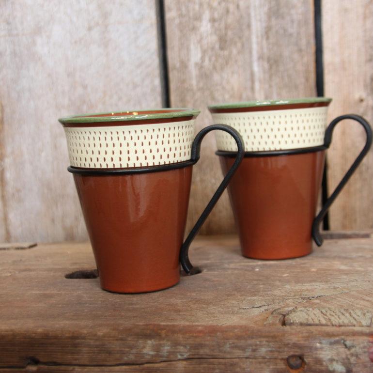 Kaffekrus med Hammerkrok-dekor i ny fassong og med nydesignet avtagbar stålhank